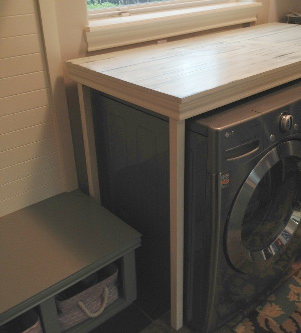 Hide that washer dryer with this DIY Laundry Table. It's farmhouse style dresses up the laundry room and keeps everything from falling behind the machines.