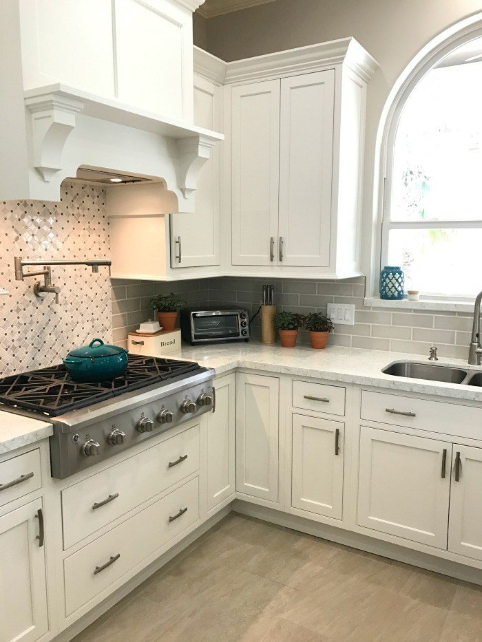White Kitchen Update Starmark Kitchen Cabinets Amp Lusso