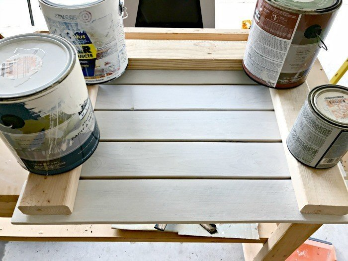 Make this Pallet-style Large Serving tray for free from scrap wood or buy new wood to build it for around $10. This pretty pallet projects DIY Serving Tray is great for backyard BBQ's, picnics, beach trips, and pool parties.