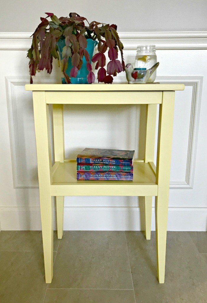 Simple and Pretty Side Table Build Plans. Get these easy to follow build plans for this side table for bedroom or living room. #SideTable #Plans #DIY
