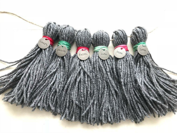 How to Make Yarn Tassels for Home Decor - easy to follow pictures and the how to video to follow along. Easy DIY Yarn Tassels #YarnTassel #Tassels #EasyHomeDecor #DIYCrafts #DIYHomeDecor
