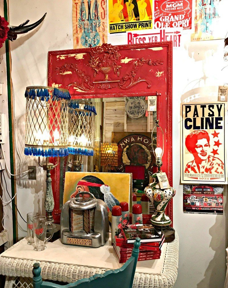 A fun set up full of Vintage Country Music memorabilia. A few more Round Top Shopping Trip Tips and some photos from the Junk Gypsy Headquarters. A shopping trip to Round Top and Waco would make a perfect weekend, guys! #AbbottsAtHome #RoundTopTexas #JunkGypsy #GirlsWeekend