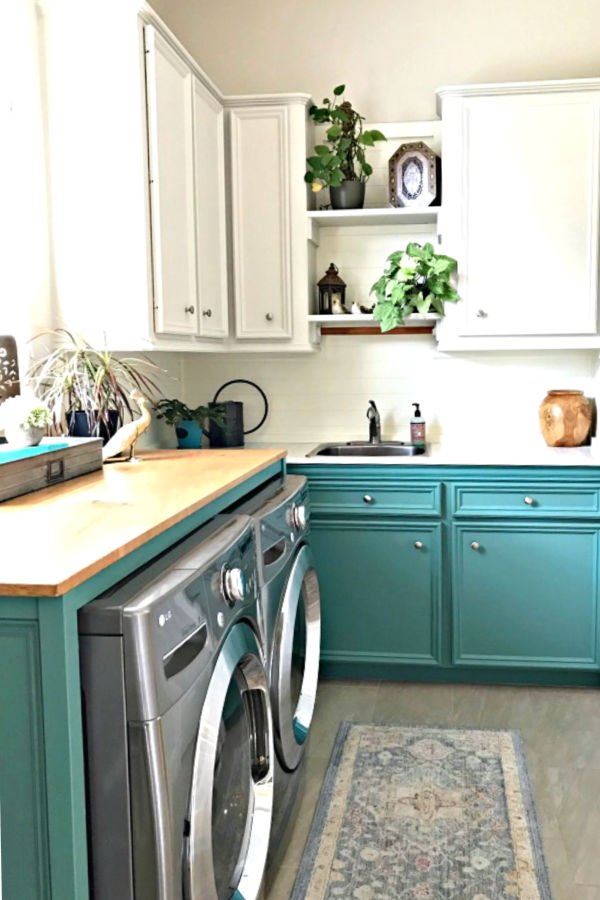 This Colorful Laundry Room Makeover is full of easy DIY updates you can easily do in your own home. This colorful laundry room makeover looks great with boho, farmhouse, and traditional homes. Combine light upper cabinets and colorful green lowers for a fresh, open, light, and bright space.