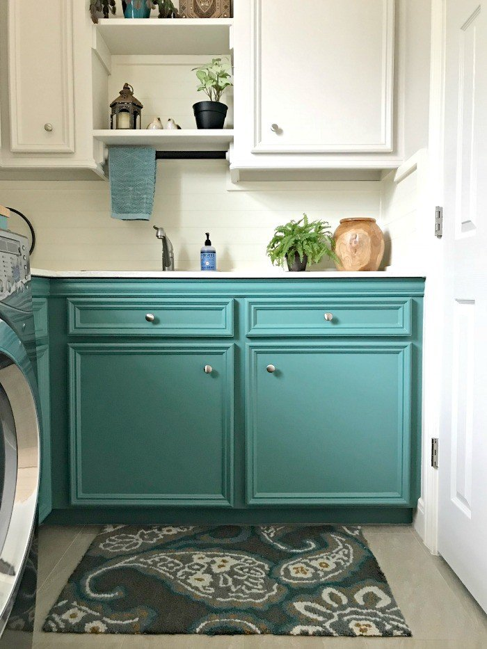 A fresh Modern Farmhouse look using teal, wood, and lots of white. This Modern Farmhouse Small Laundry Room Design is full of easy DIY projects and affordable decor. #LaundryRoom #ModernFarmhouse #Teal #AbbottsAtHome