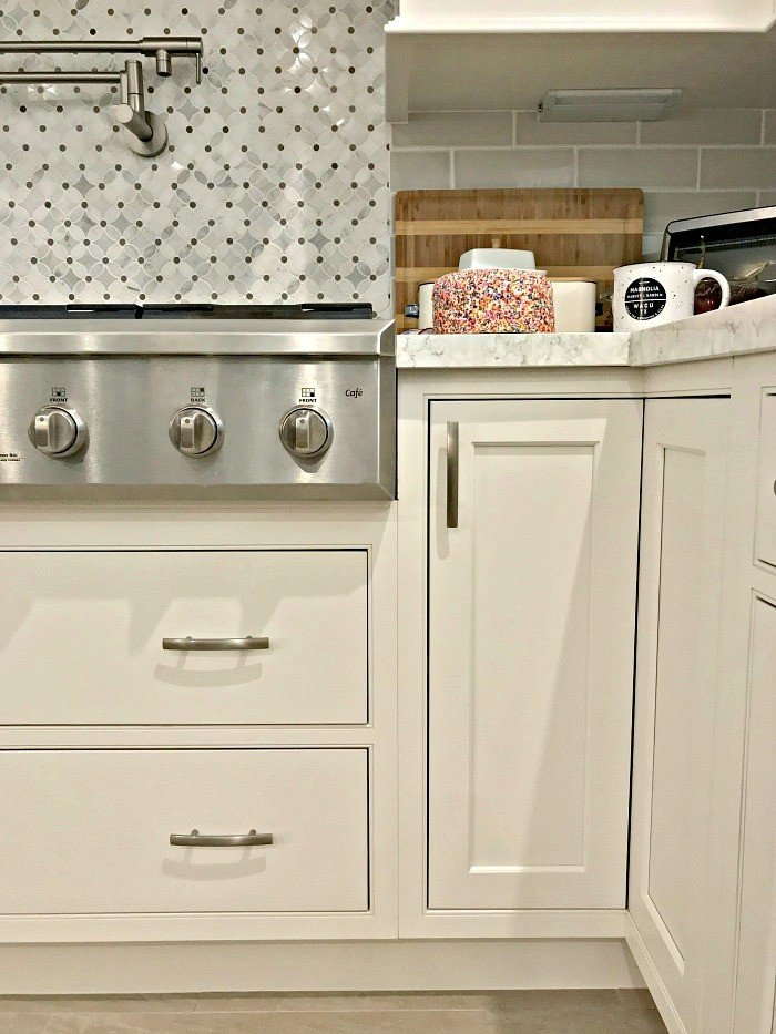 Remarkable Easy Diy To Fill The Small Gap Under Cabinets Abbotts At Home Interior Design Ideas Clesiryabchikinfo