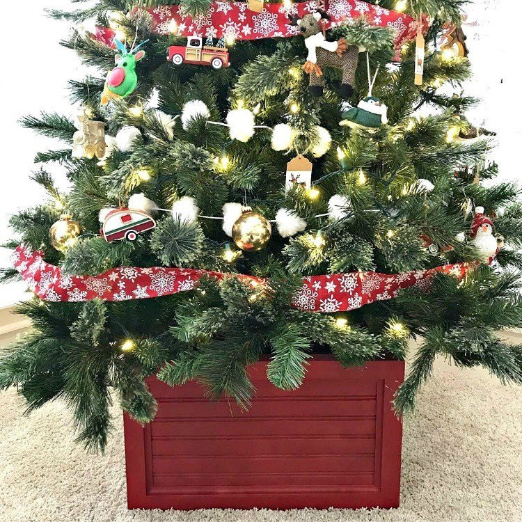 Build this easy DIY Christmas Tree Box Stand. Looks fantastic under your tree and stores your ornaments when you're ready to pack the tree away. #ChristmasTree #DIYFurniture #AbbottsAtHome #ChristmasTreeBox #ChristmasTreeStand #ChristmasTreeBoxStand