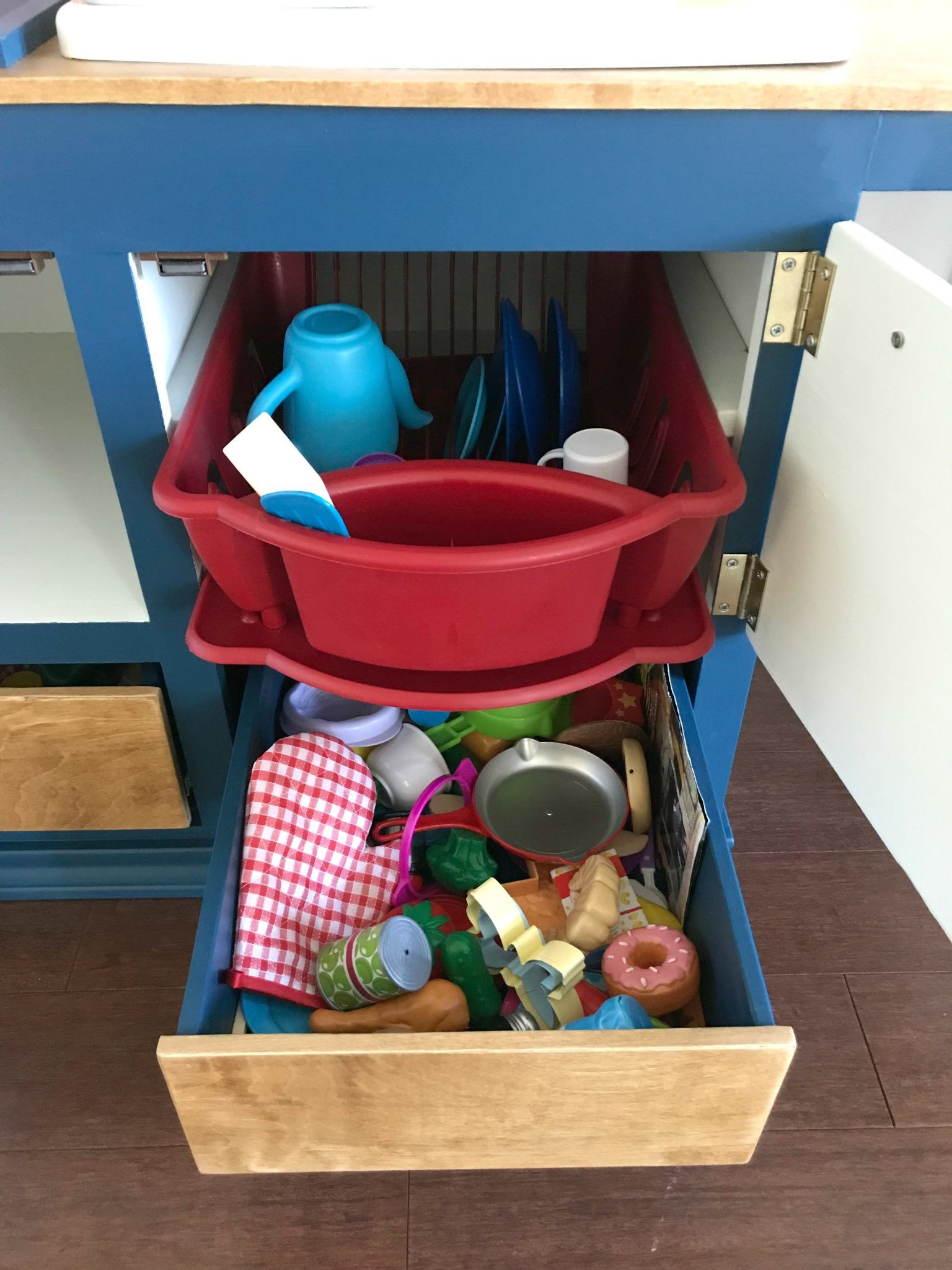 Yay! This Kids Play Kitchen DIY Woodworking Plan is an easy woodworking build with lots of fun additions that little kids will love! I have the tutorial, printable plans, and a video to help you get this built. #AbbottsAtHome #KidsKitchen #PlayKitchen #KidsKitchen #KidsFurniture #woodworking
