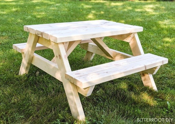 DIY 2x4 Kids Picnic Table
