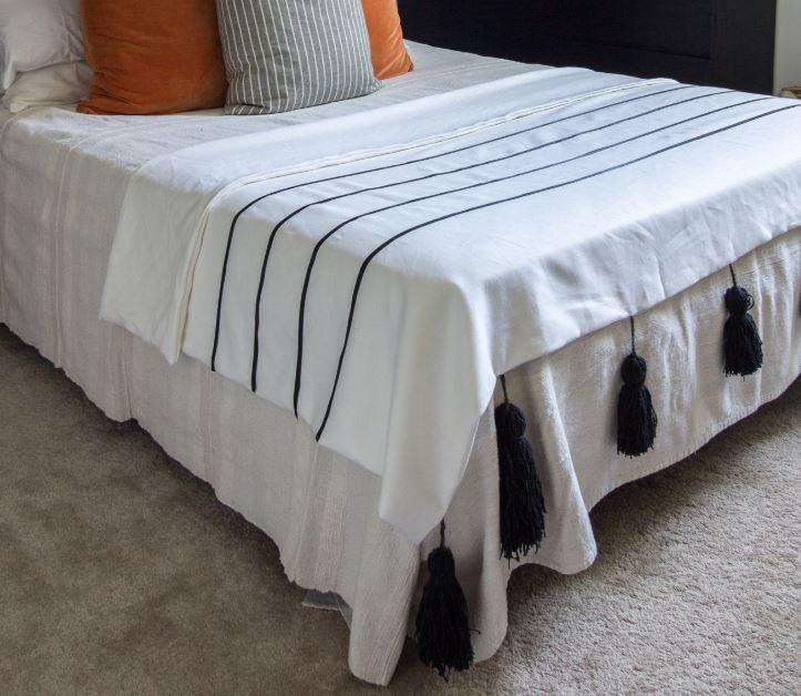 $20 DIY Gift Ideas - DIY Chunky Tassel Blanket - #AbbottsAtHome #GiftIdeas #DIYIdeas #Gifts