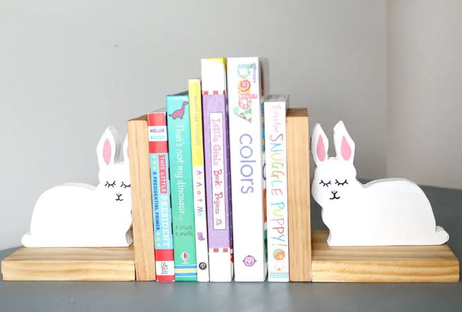 $20 DIY Gift Ideas - DIY Wood Book Ends - #AbbottsAtHome #GiftIdeas #DIYIdeas #Gifts