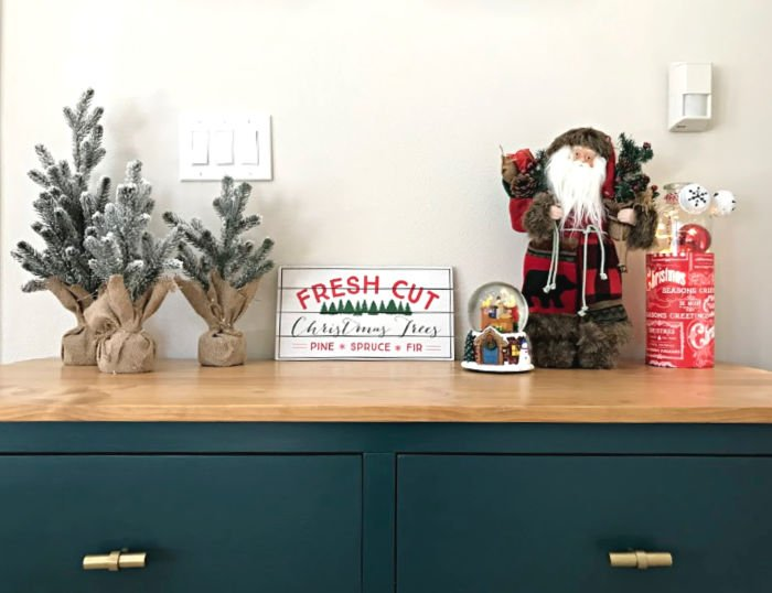 Modern Farmhouse Christmas decorations. Christmas decorating in a home with pops of color.