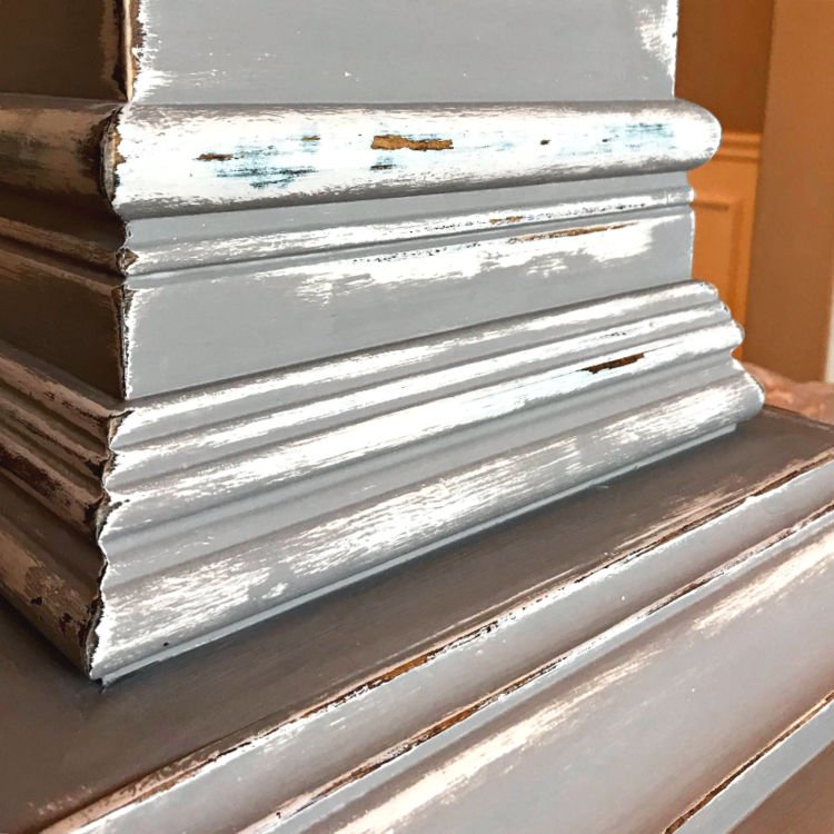 Here's how I get the perfect layered paint and distressed paint finish with chalk paint on furniture. East how to distress paint steps and video to help you do it too! DIY White and Grey Distressed Furniture Look #PaintTips #Painting #Crafts #DIYCrafts #ChalkPaint