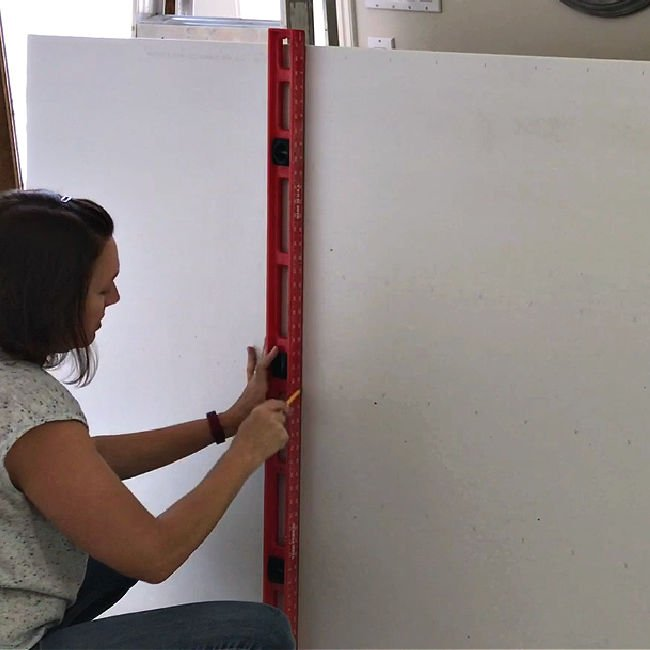 15+ beginner tips for how to cut drywall and hang drywall, by yourself. This DIY is easy if you know the rules and have the right tools! How to hang drywall on walls by yourself. Beginner steps for how to drywall your home.
